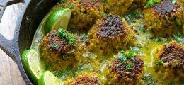 Albóndigas de quinoa y coliflor en salsa de coco y cúrcuma